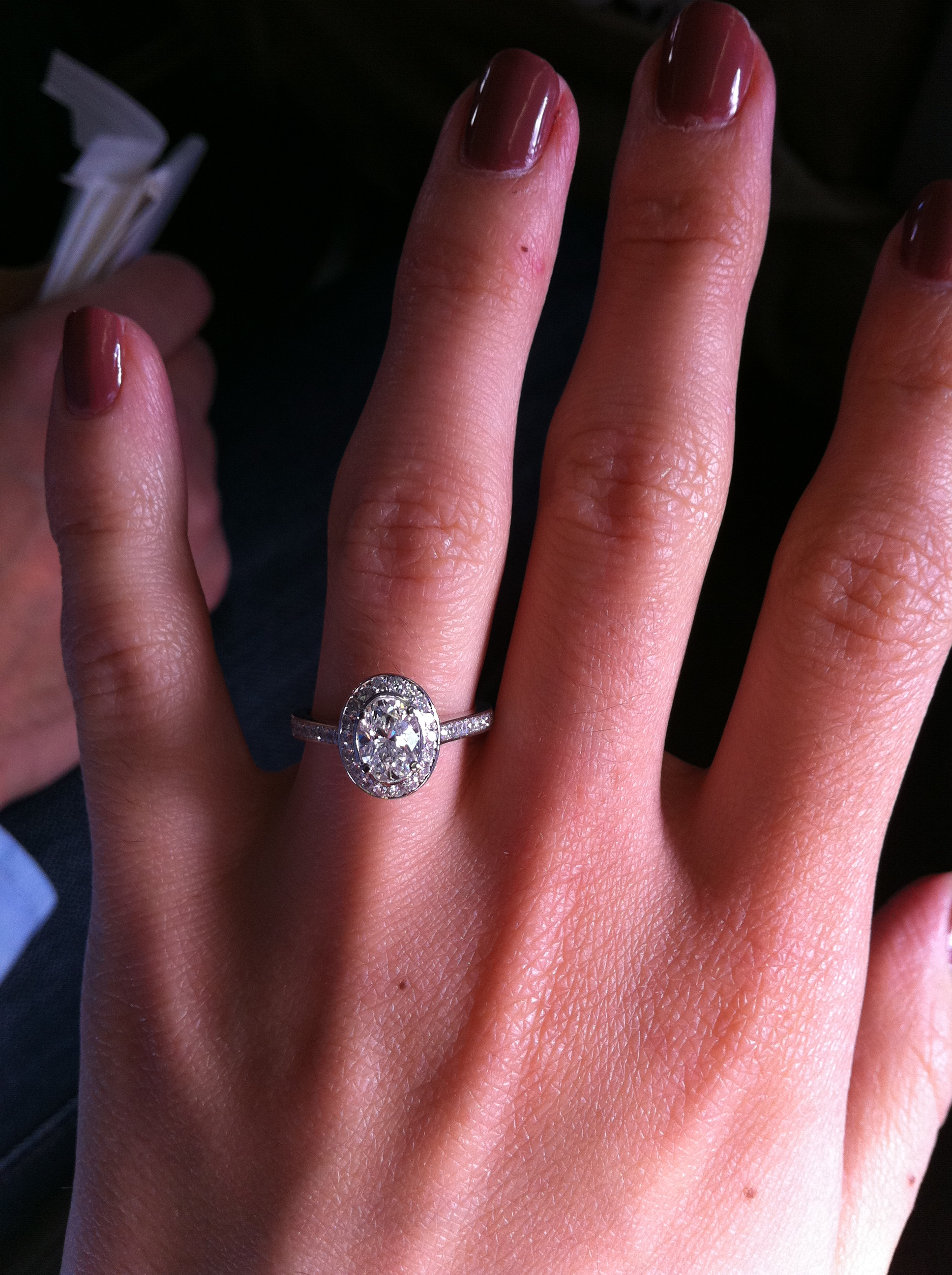 Oval engagement ring |